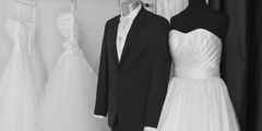 Costume Marié Perpignan dans une boutique de mariage (® SAAM-fabrice Chort)