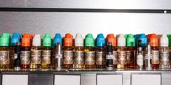 e-liquides Perpignan avec différentes saveurs, différents taux de nicotine pour les cigarettes électroniques (® networld-bruno Aguje)